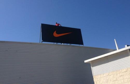 Letras corpóreas para tienda Nike